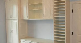 now THIS craft room is what I dream about. Built in shelves and cabinets with p...