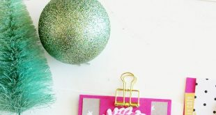 Create DIY Christmas cards with this FREE card tutorial by media team member Kim...
